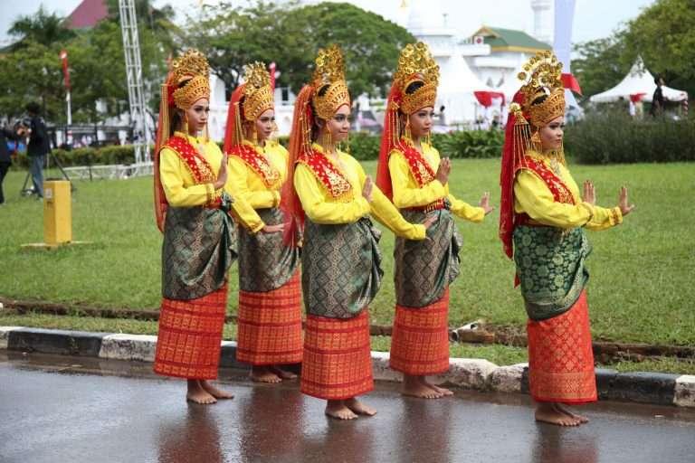 Tari-Persembahan-Khas-Melayu-(2)